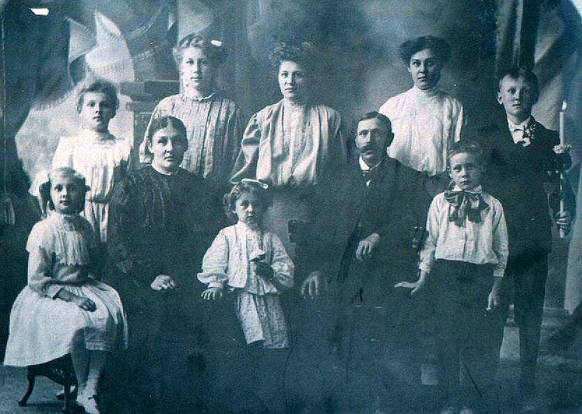 Frank Zalewski & Family - 1909